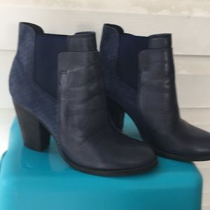 Aldo navy leather&suede bootie(pull into)